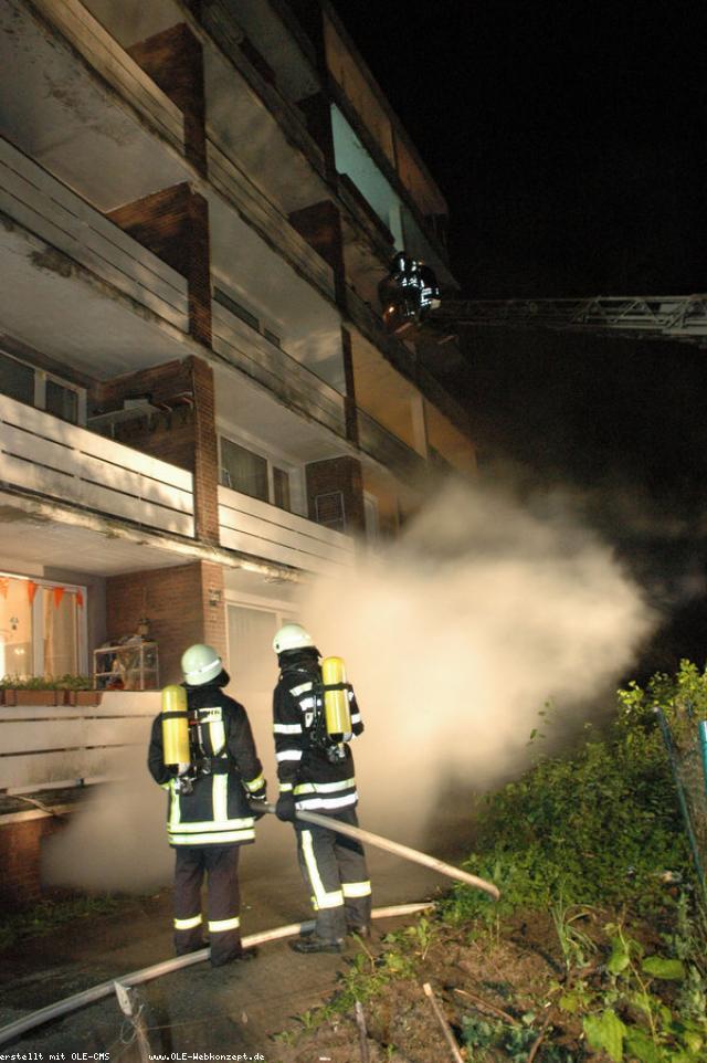 10 Personen bei Kellerbrand leicht verletzt