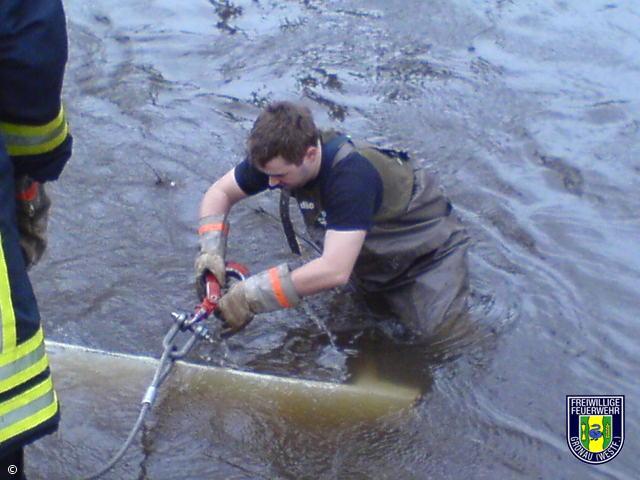 Hilfeleistung – Bergung von Tresor aus Wasser
