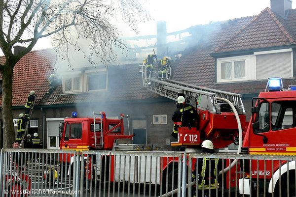 Grossbrand: Reihenhauswohnung geht in Flammen auf
