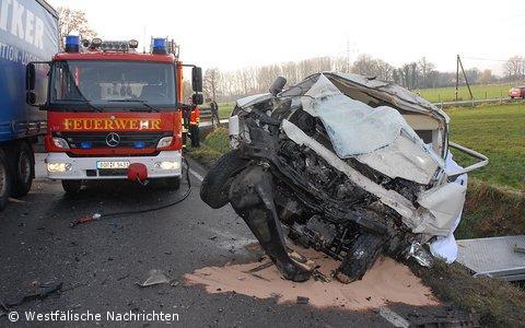 Ein Toter bei schwerem Verkehrsunfall