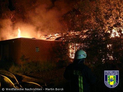 Feuer zerstört Gebäudekomplex