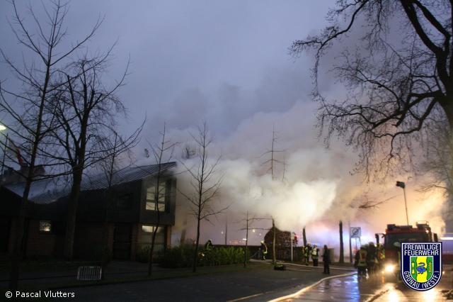 Pfarrhof  St Agatha in Epe brennt