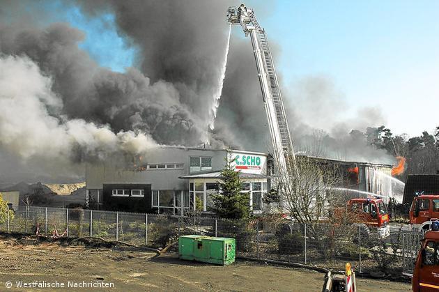 Großbrand in Ochtrup – Drehleiter wird angefordert