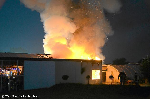 Brand zerstört Halle