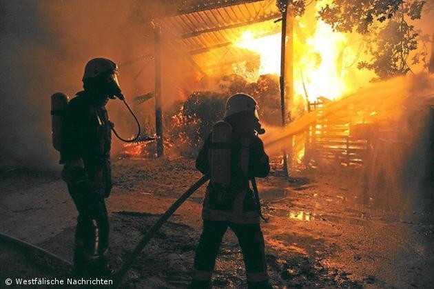 Vorräte in einem landwirtschaftlichem Betrieb brannten