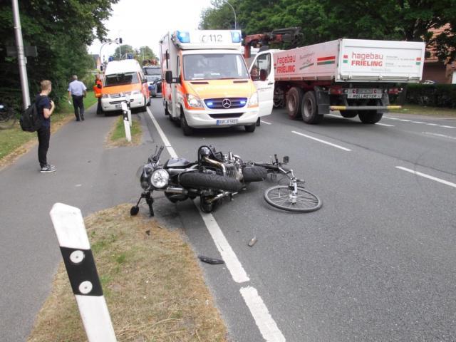 Fahrrad- und Motorradfahrer verursachen Verkehrsunfall