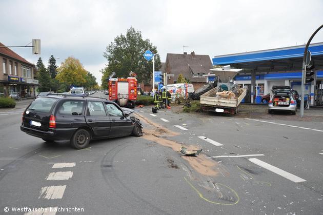 Spektakulärer Traktorunfall mit drei Verletzten