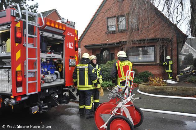 Brennendes Adventsgesteck löste Wohnungsbrand aus