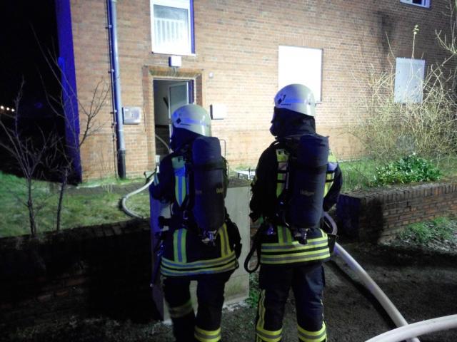 Fünf Bewohner mit Verdacht auf Rauchgasvergiftung ins Krankenhaus gebracht