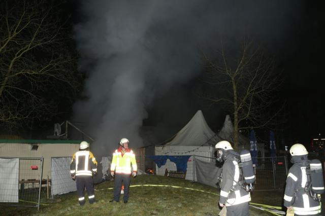 Festzelt vom Hofbräugarten in Flammen