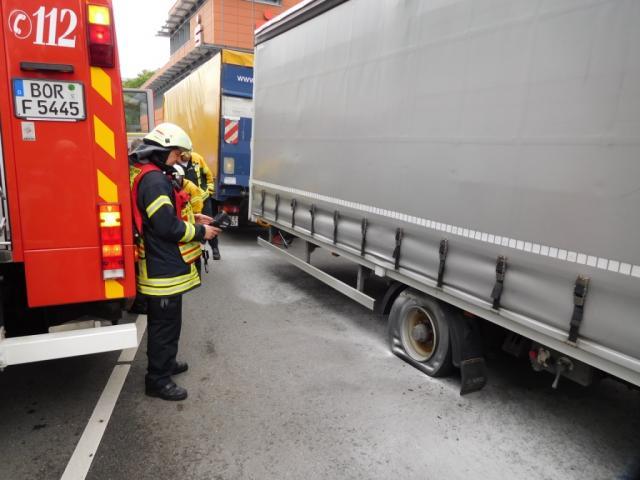 Reifen eines LKW – Anhängers brannten