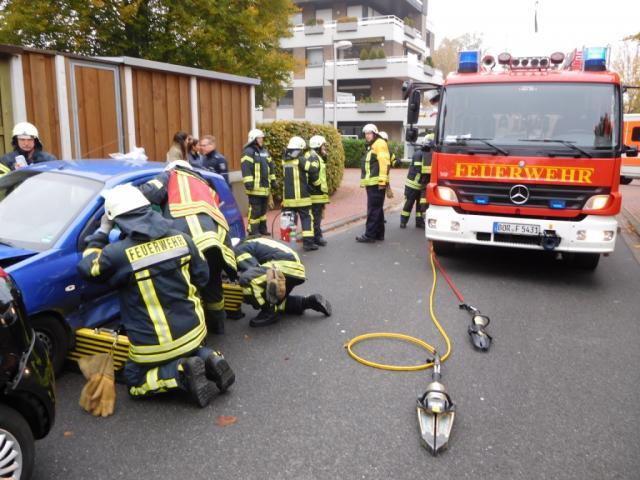 Feuerwehr befreite Verletzten nach Verkehrsunfall