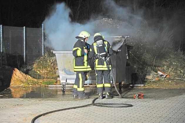 Feuer groß war nur ein Containerbrand