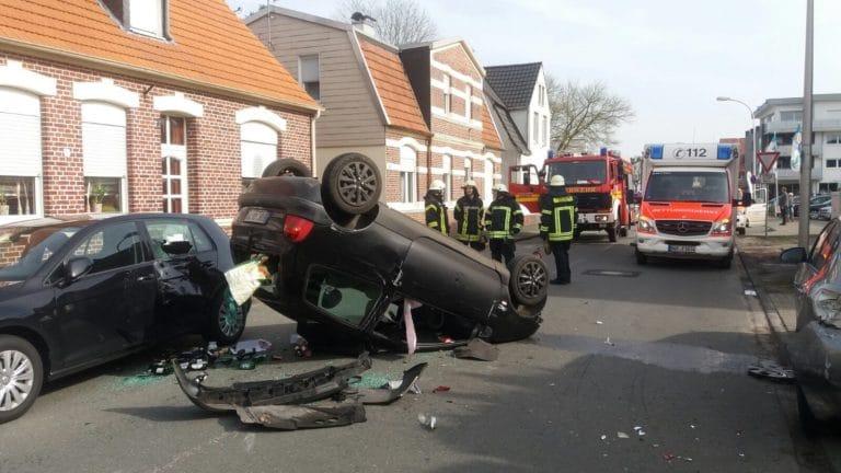 Feuerwehr als Erste beim Unfall vor Ort