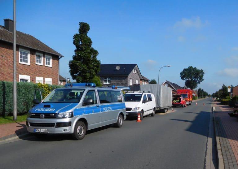 Polizei stoppt Fahrzeuggespann wegen auslaufender Flüssigkeit