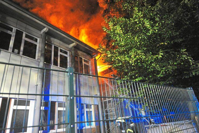 Dachstuhl an der Viktoriaschule brannte