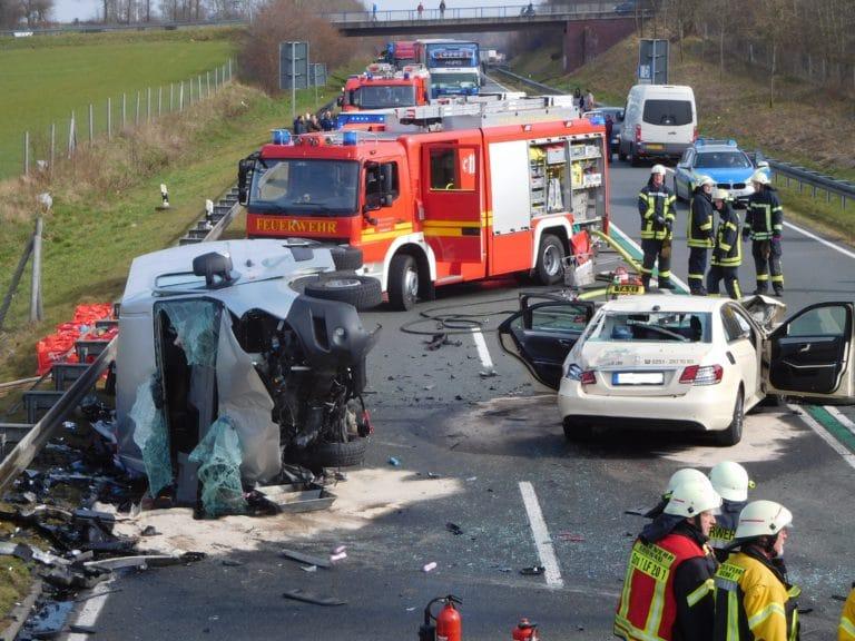 Schwerer Verkehrsunfall mit zwei Toten