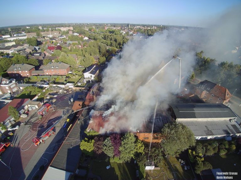Großbrand an der Brookstraße forderte alle Kräfte der Feuerwehr