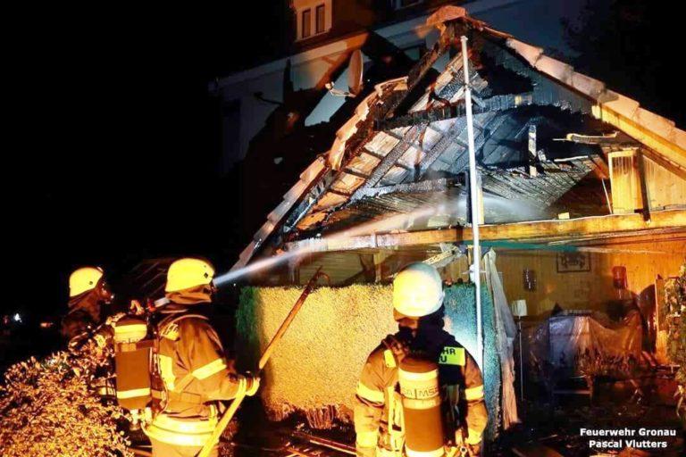 Gartenhütte brannte an der Schiefe Straße