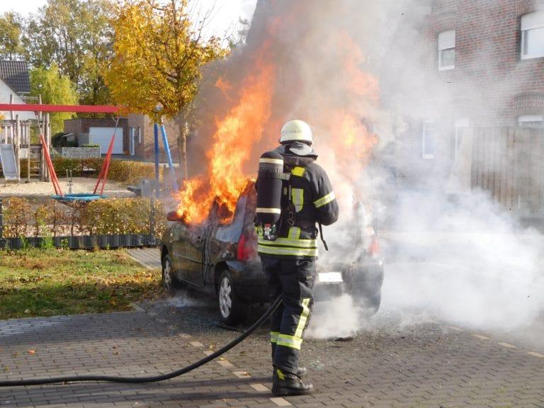 PKW brannte in voller Ausdehnung