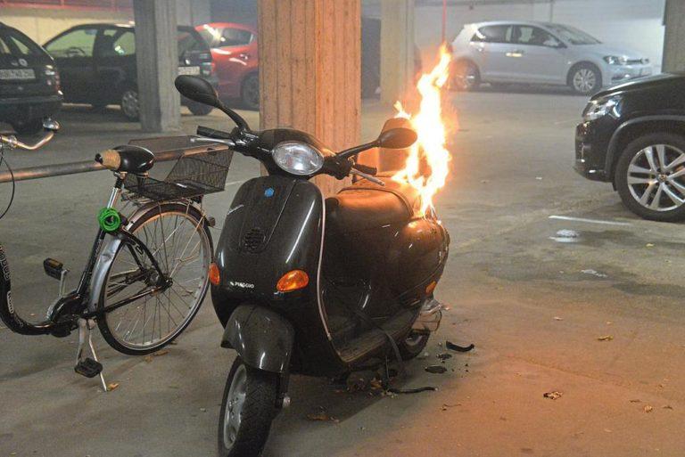 Motorroller brannte in Tiefgarage