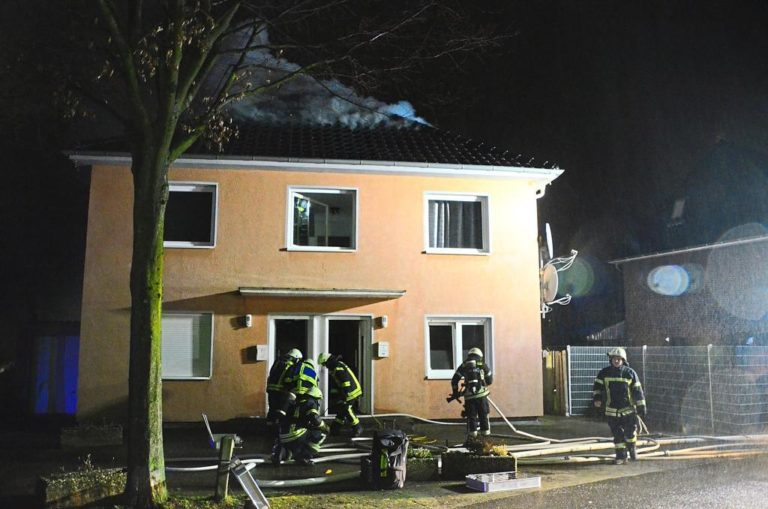 """Dachstuhlbrand an der """"Kleinen Brookstraße"""""""
