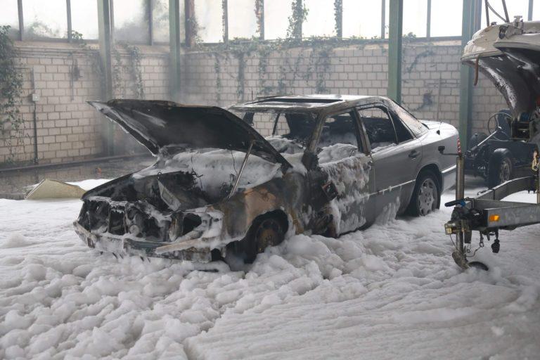 Fahrzeug brannte in Halle am Hofkamp