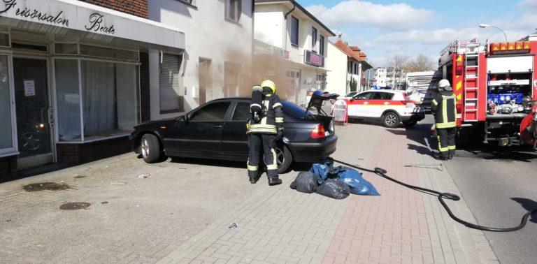 PKW brannte auf der Vereinsstraße
