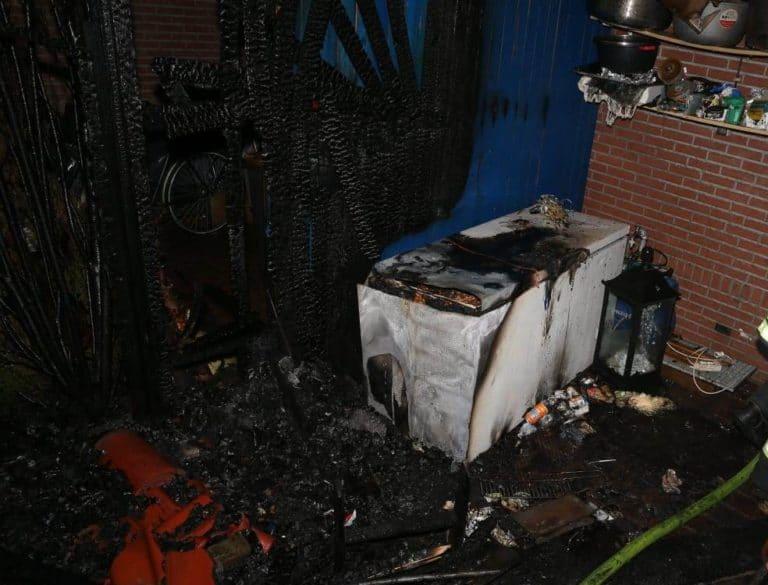 Kühltruhe und Hecke brannten an der Scholtenstraße