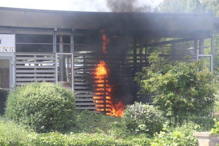 Motorroller brannte in der Radstation am Bahnhof