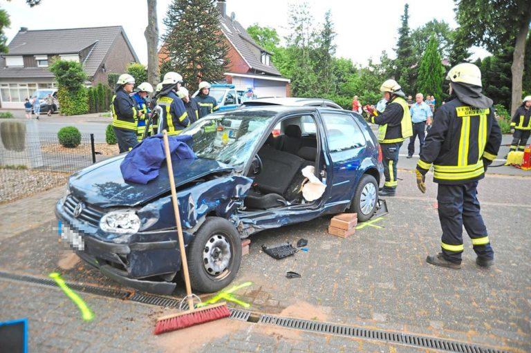Patientengerechte Rettung nach Verkehrsunfall auf der Gildehauser Straße