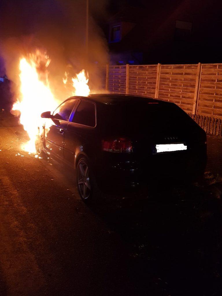 PKW durch Feuer vernichtet