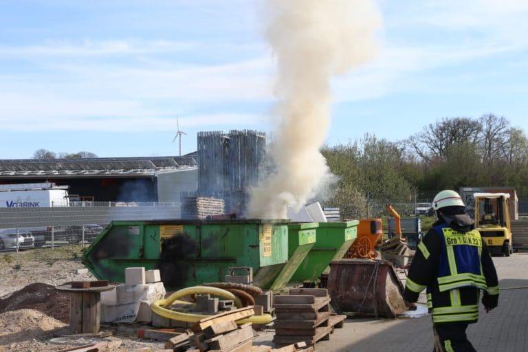Altholzcontainer brannte an der Borgwardstraße