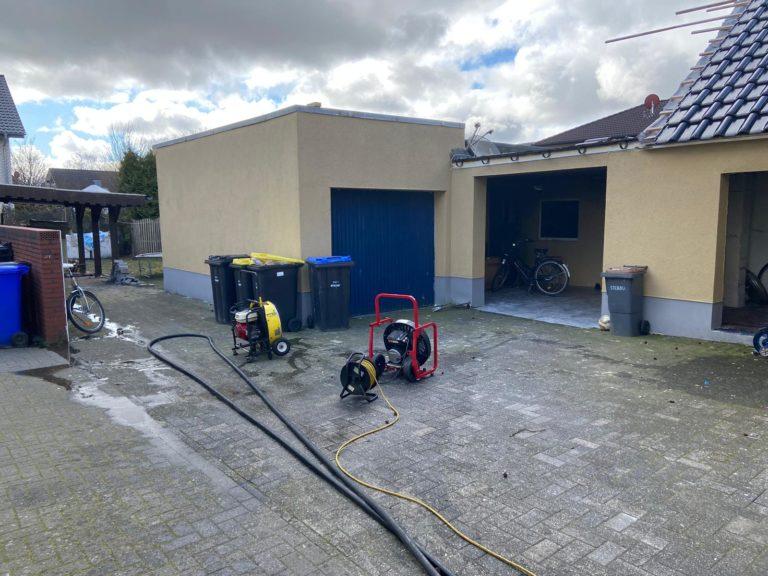 Flüssigkeit in einem Anbau war in Brand geraten